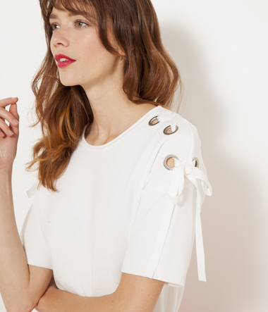 Pull blanc œillets femme